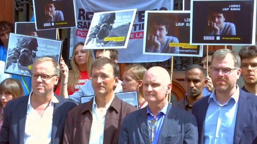 Türkiye'de tutuklu Fransız gazeteci için Paris'te eylem