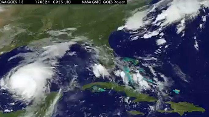 Harvey chega ao Texas como furacão