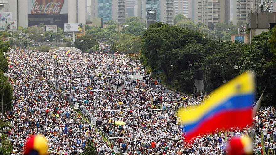 Caracas proibe emissão de canais de informação colombianos