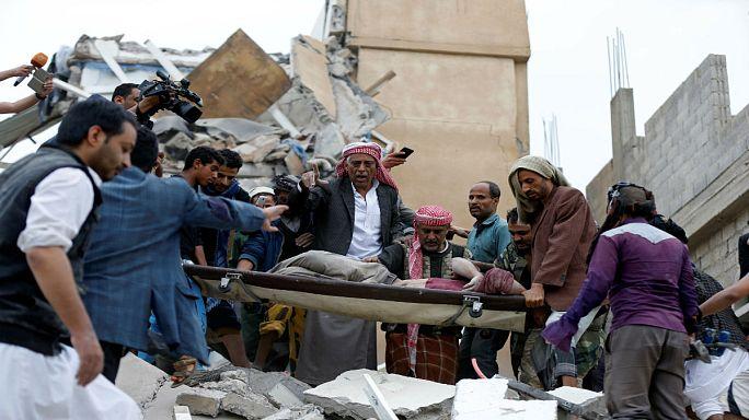 قصف سعودي يقتل 12 مدنيا في اليمن بينهم نساء وأطفال