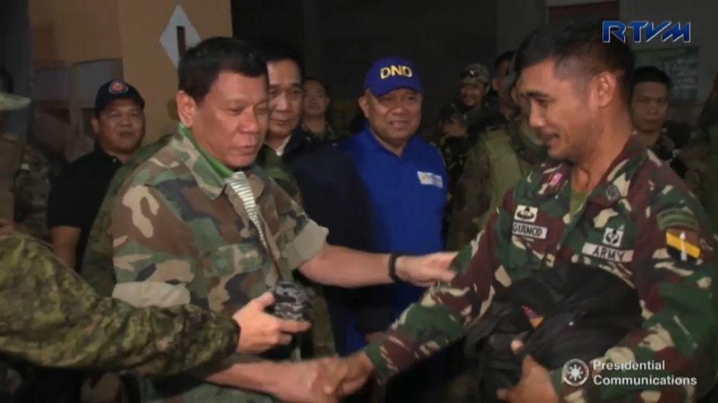 Guerra contro l'Isil delle Filippine, Duterte incoraggia le truppe