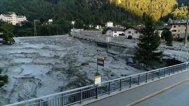 İsviçre Alpleri'nde toprak altında kalan 8 kişi aranıyor