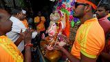 """الهندوس يحتفلون بمهرجان الإله """"جانيش"""" في الهند"""