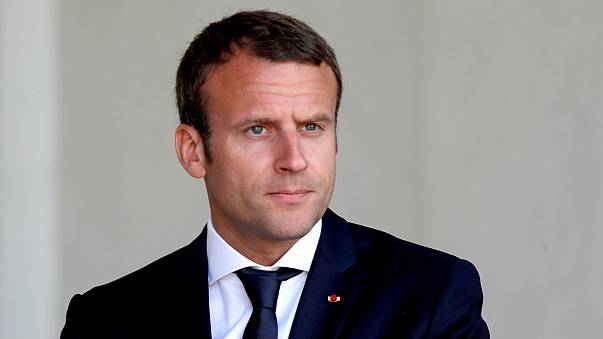Emmanuel Macron gasta 26.000 euros de maquillaje en tres meses