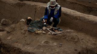 اكتشاف رفات لعمال صينيين في هرم أثري في بيرو