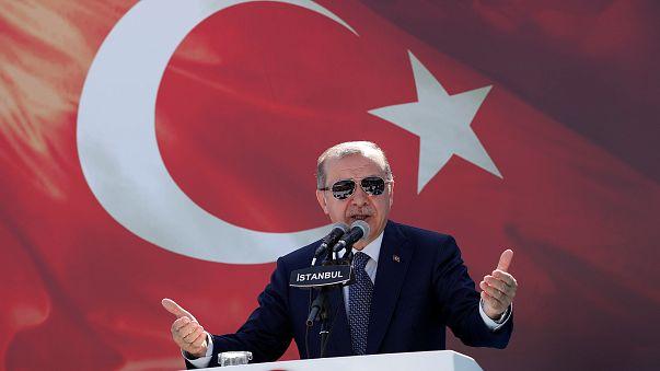 تركيا تمنح الجنسية للاجئين السوريين من حاملي الشهادات العليا