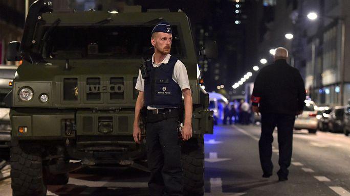 """Bruxelles: accoltella agenti al grido di """"Allah Akbar"""", ucciso"""