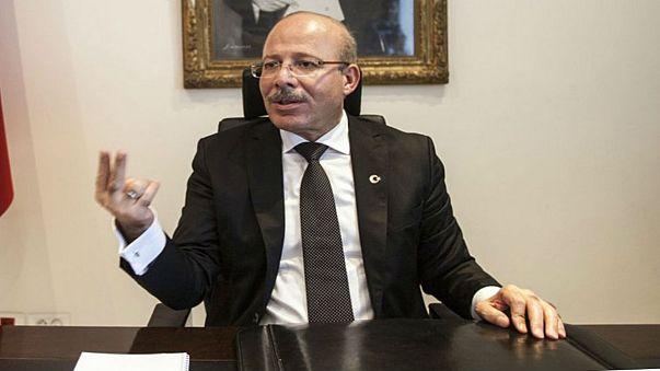 """سفير تركيا في تونس """"سنقاضي"""" وجدي غنيم لتكفيره السبسي"""