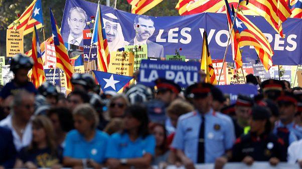 Barcellona in strada contro il terrorismo