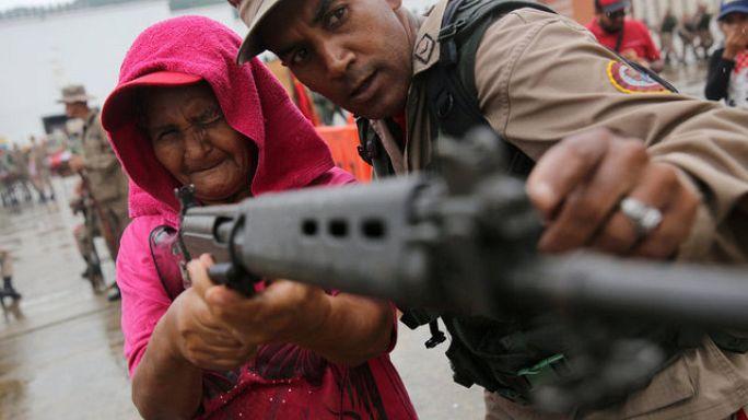 Hadgyakorlat és toborzás Venezuelában