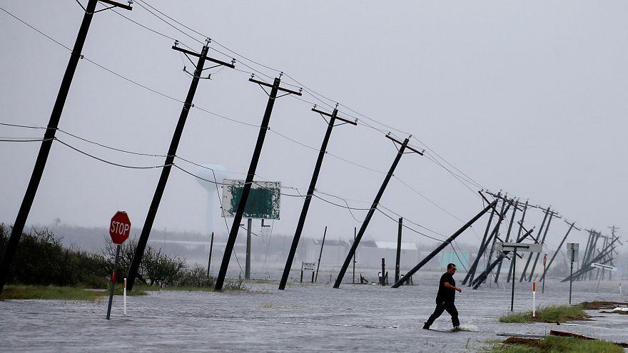 Harvey deixa dois mortos depois de chegar à costa texana