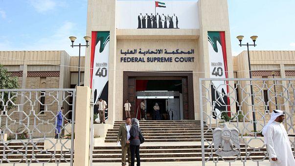 """دعوات لإطلاق سراح سنغافوريين بتهمة ارتداء ملابس """"أنثوية"""" في أبو ظبي"""