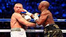 Mayweather moves to 50-0 with 10th round TKO of McGregor