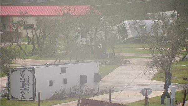 "Wütender Tropensturm: ""Harvey"" sitzt fest"