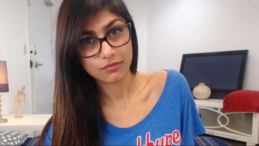 """ممثلة اباحية لبنانية تكشف تفاصيل عن تهديد """"داعش"""" بقطع رأسها"""