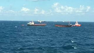 İstanbul açıklarında gemi ortadan ikiye bölündü