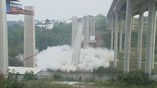Sprengung der alten A3-Lahntalbrückenpfeiler