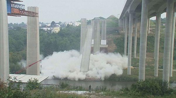 Impressionnante destruction d'un pont en Allemagne