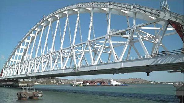 Russia: posato l'arco ferroviario del Ponte di Crimea