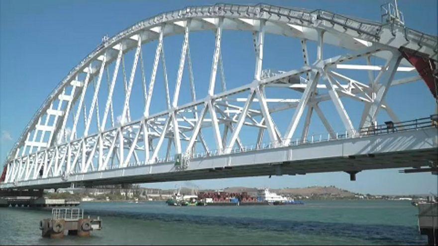 Крымский мост: началась установка железнодорожной арки