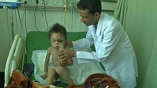 Menina sobreviveu a bombardeamento no Iémen