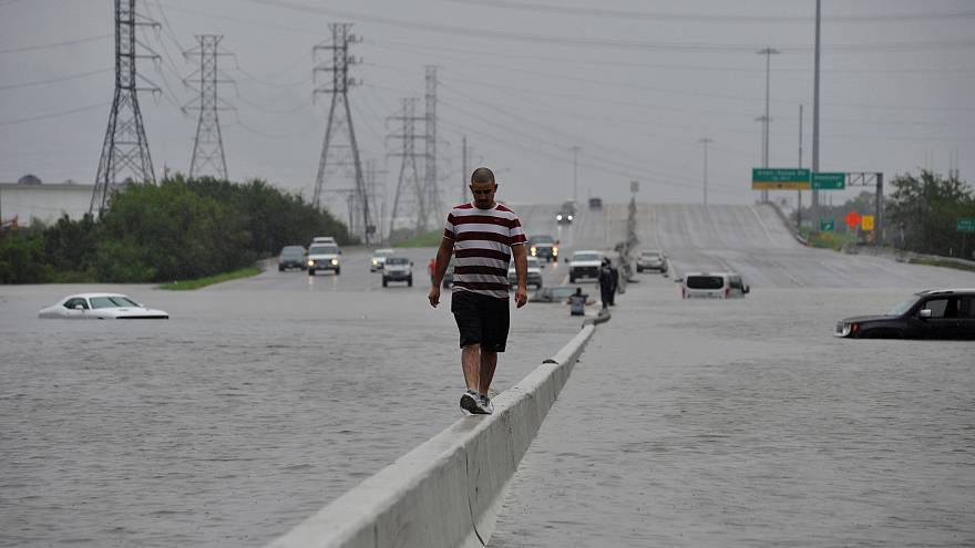 L'uragano Harvey sommerge Houston