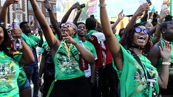 Verde pelas vitimas de Grenfell no Carnaval de Nothing Hill