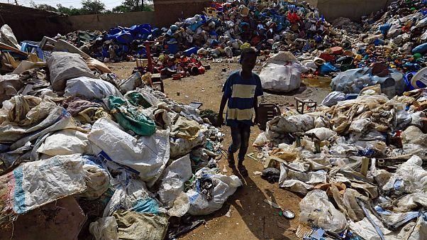 Kenya: Introdotto il divieto di buste di plastica