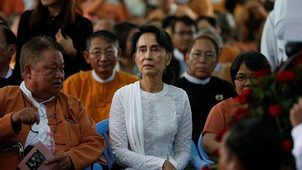 """زعيمة ميانمار تتهم عمال الإغاثة بمساعدة """"الإرهابين"""" المسلمين"""