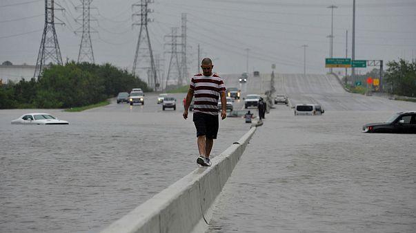 A Harvey-hurrikán képekben