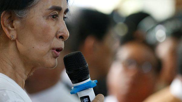آنگ سان سوچی امدادگران بینالمللی را به حمایت از تروریستها متهم کرد
