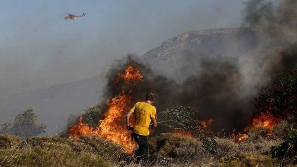 Ζάκυνθος: Μάχη με τις συνεχείς αναζωπυρώσεις στις Μαριές