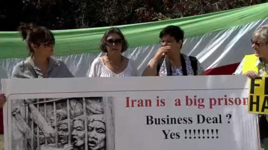 ناشطون حقوقيون أمام المفوضية الأوروبية لمساندة  السجناء السياسيين في إيران