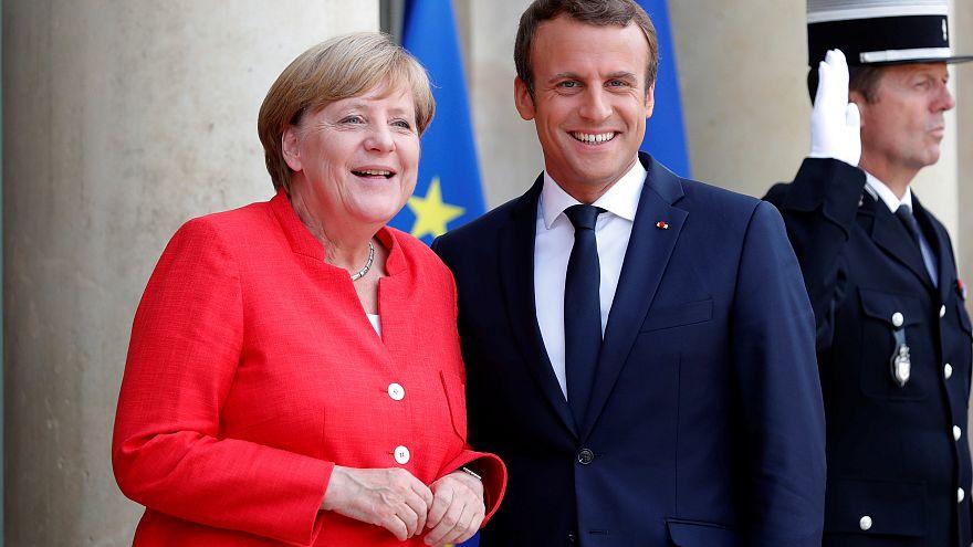 Liderler Paris'te kaçak göçe çözüm için toplandı