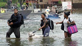 Harvey continua a inundar o Texas a caminho da Luisiana