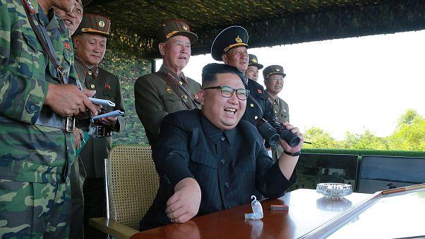كوريا الشمالية تتحدى خصومها وتطلق صاروخا باليستيا جديدا على اليابان