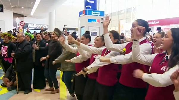 Hero's welcome for victorious Black Ferns in NZ