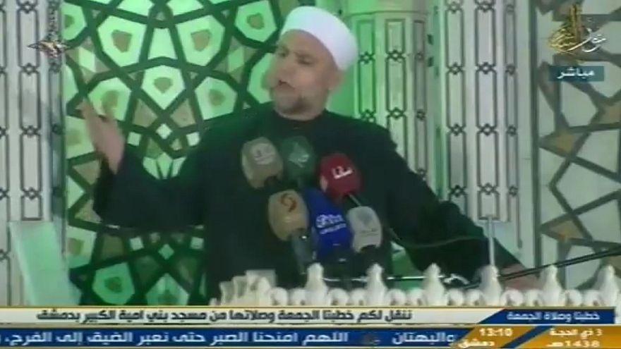 إمام المسجد الأموي يدعو السوريين إلى أداء فريضة الحج على جبل قاسيون