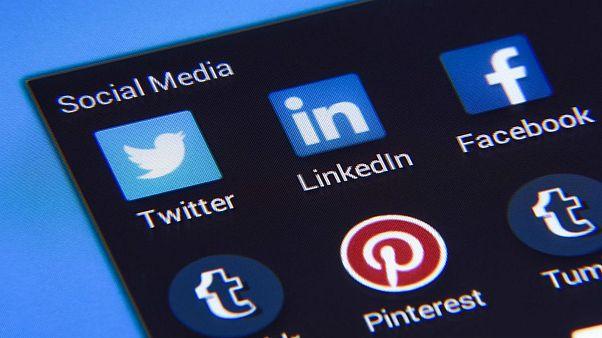 حکومت ایران برسر دو راهی ممنوعیت و یا آزادی شبکههای اجتماعی