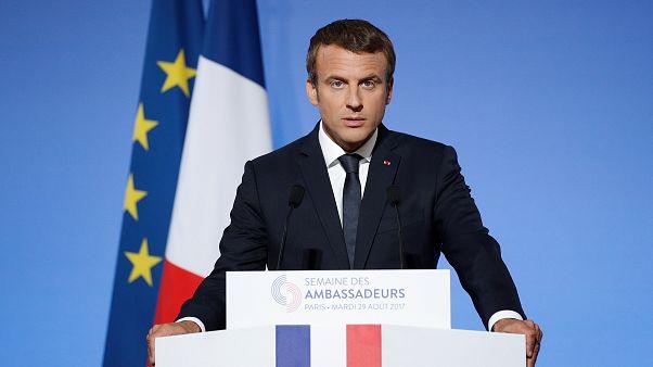 """Macron dénonce le """"terrorisme islamiste"""" et fixe les règles de sa diplomatie"""