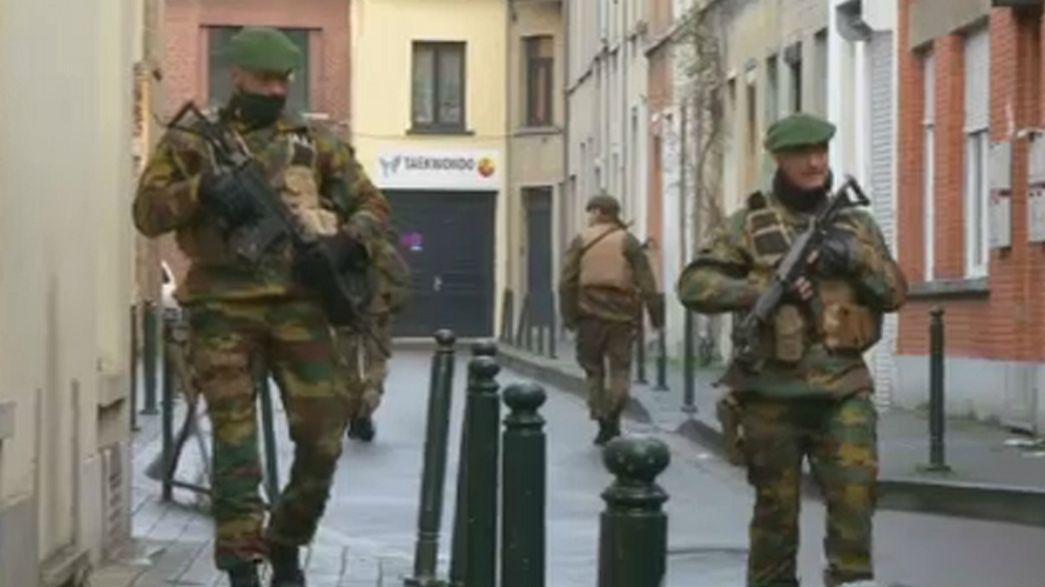 Belgio: i militari che presidiano le strade cambieranno strategia