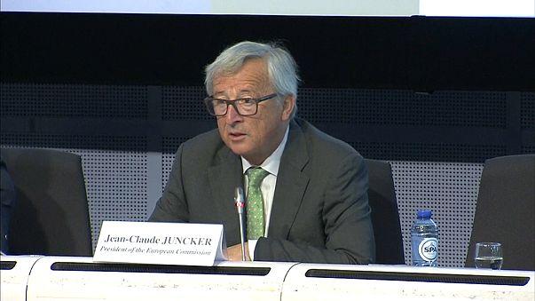 Juncker: Türkiye dev adımlarla Avrupa Birliği'nden uzaklaşıyor