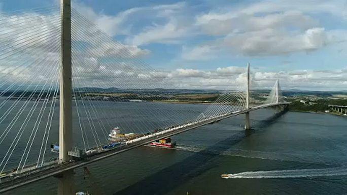Átadták Skócia új büszkeségét, a Queensferry Crossing hidat