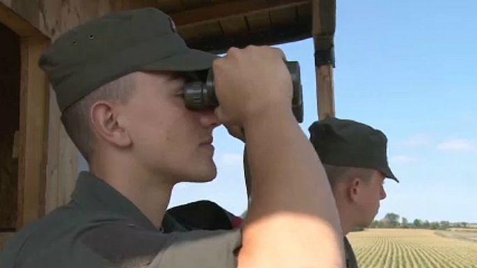 Katonákkal erősít az osztrák rendőrség a határon