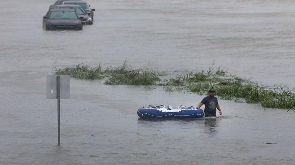إعصار هارفي وفيضانات الهند.. تغطية بين الضجيج والهمس