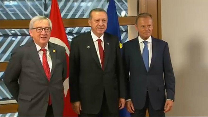 یونکر: ترکیه می خواهد روند الحاق به اروپا را متوقف کند