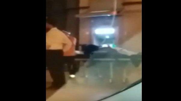مريض فوق نقالة إسعاف يسحب المال من بنك في طنجة