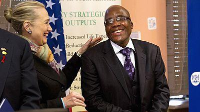 Afrique: «Chefs d'Etat, soignez-vous en Afrique», selon le ministre sud-africain de la Santé