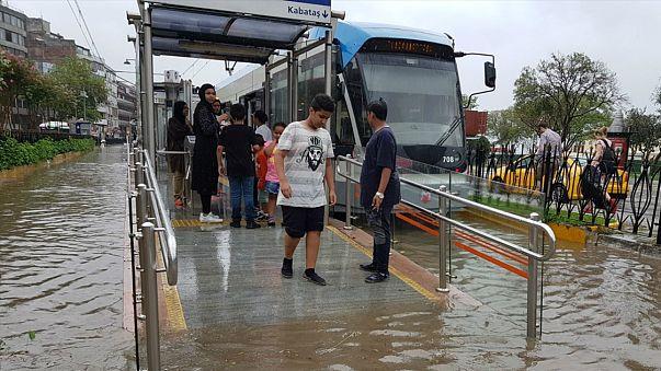 İstanbul ulaşımında yağmur çilesi