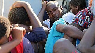 Los guardacostas libios interceptan a 500 migrantes